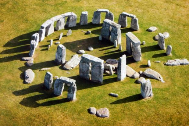 stonehenge-alto-a-bussola-quebrada