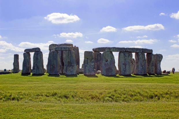stonehenge-circulo-pedra-a-bussola-quebrada
