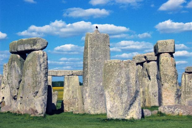 stonehenge-circulo-pedra-corvo-a-bussola-quebrada