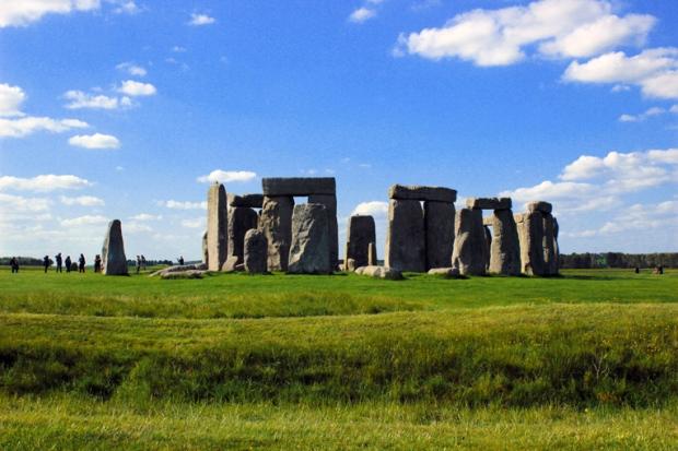 stonehenge-lateral-a-bussola-quebrada