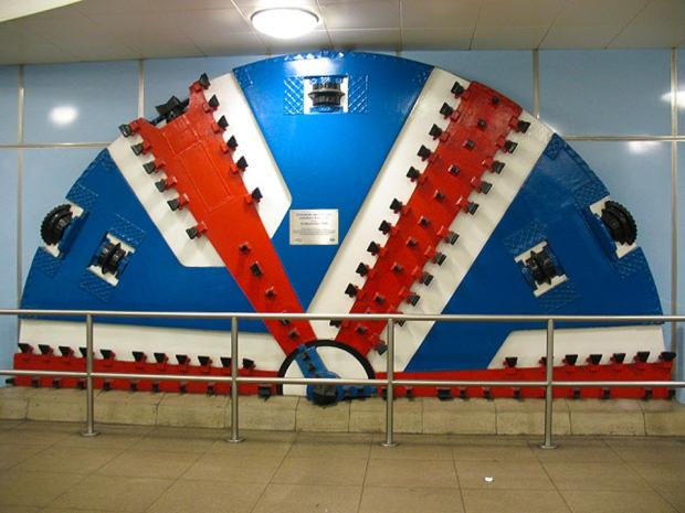 escudo-tunel-tube-cutty-sark-a-bussola-quebrada