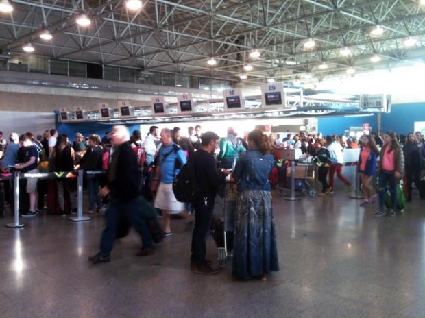 fila-saguao-aeroporto-embarque-a-bussola-quebrada