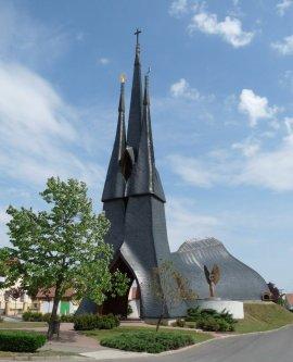 igreja-catolica-pak-hungria-a-bussola-quebrada