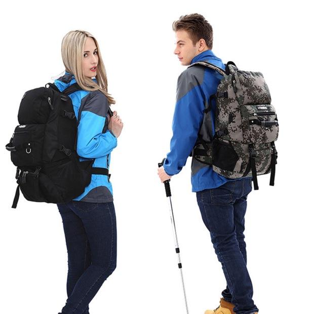 mochila-de-caminhada-acampar-homens-mulheres-a-busola-quebrada