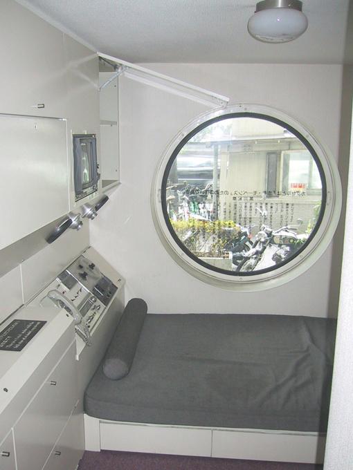 nakagin_capsule_tower-dormitorio-a-bussola-quebrada