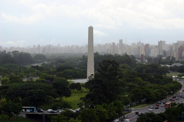 obelisco-mmdc-a-bussola-quebrada