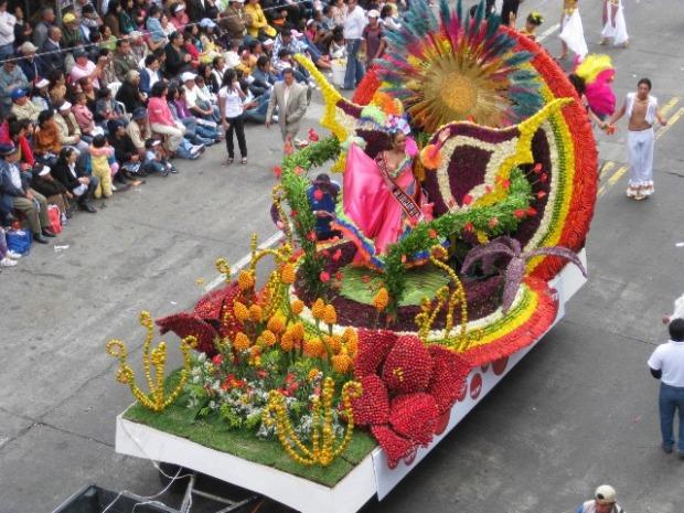 ecuador-fiesta-de-las-frutas-y-las-flores