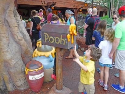 Ursinho Puff, ou Pooh, no original.