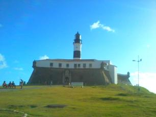 Não falei dele, mas esse é o Forte da Barra, point do carnaval.