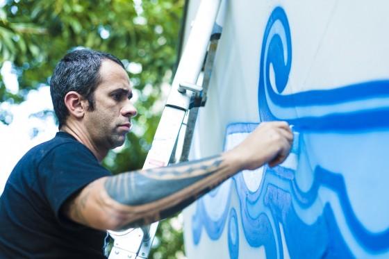 Zezão, o grafiteiro que desenha as águas.