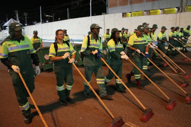 homenagem-limpeza-trabalhadores-a-bussola-quebrada