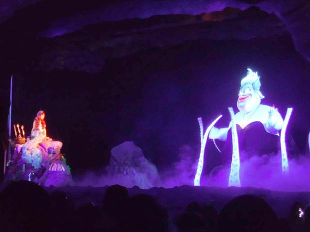 Ariel enfrenta a Bruxa.