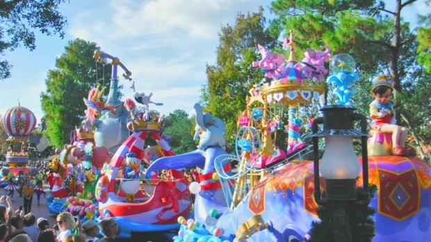 Vejam, o Pinóquio também veio ao desfile!