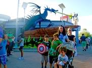 Cavaleiros e dragões feitos de Lego.