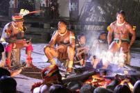 Cerimônias religiosas e reuniões à beira da fogueira.