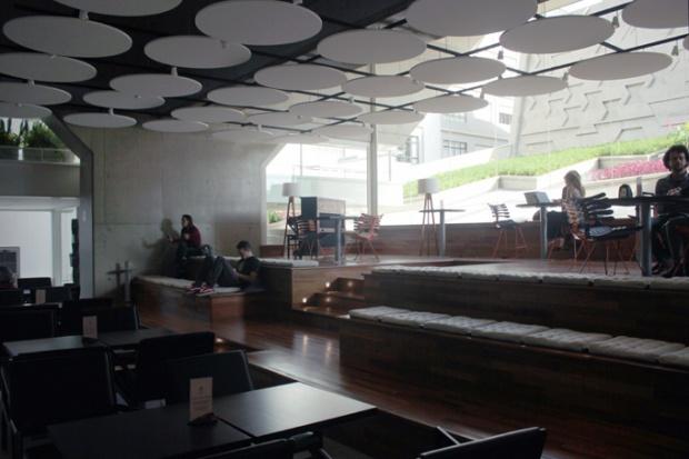 Lounge e jardim na FIESP. Sente-se, relaxe. Trabalhe em paz.