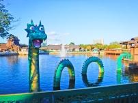 O fofinho Monstro do Lago Ness, feito de Lego.