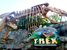 Imagina você jantando dentro de um dinossauro!