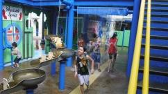 Água, muita água no centro de Disney Springs.