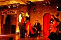 Tango é uma arte para fazer a dois.