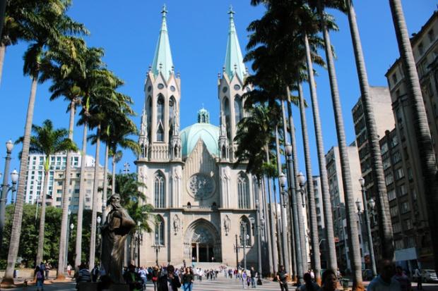 Claro que tem que mostrar a Catedral da Sé, em São Paulo.