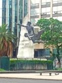 Estátua em pedra e bronze de Dom Quixote de La Mancha.
