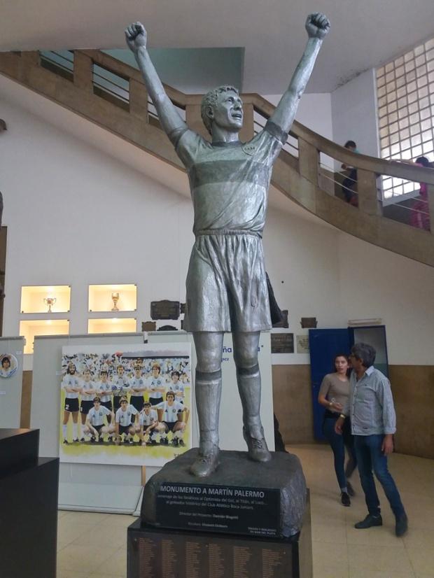 Estátuas de jogadores no Museu da Paixão Boquense.