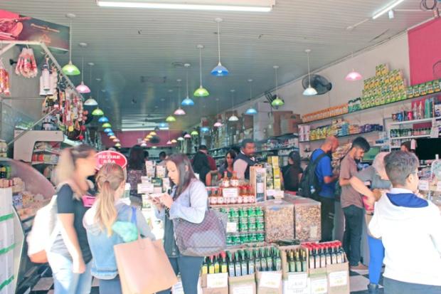 Vinhos importados, produtos industrializados, doces, temperos. Tem de tudo na Zona Cerealista.