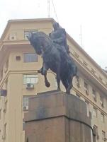 Sempre heróis montados a cavalo.