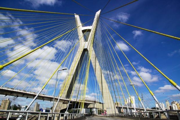 Ponte Estaiada - Lembro de ter visto uma foto do semáforo.