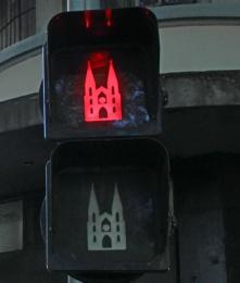 semaforo-catedral-se-vermelho-a-bussola-quebrada
