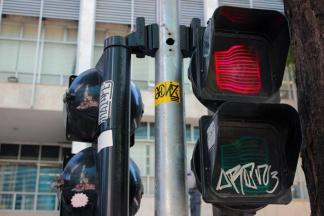 Uma pena que tem sempre um espírito de porco para vandalizar a beleza das nossas cidades.