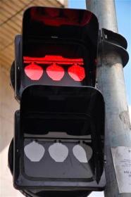 semaforo-luminarias-liberdade-vermelho-a-bussola-quebrada