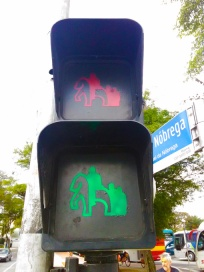 semaforo-monumento-as-bandeiras-a-bussola-quebrada