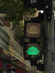 semaforo-verde-teatro-muinicipal-a-bussola-quebrada