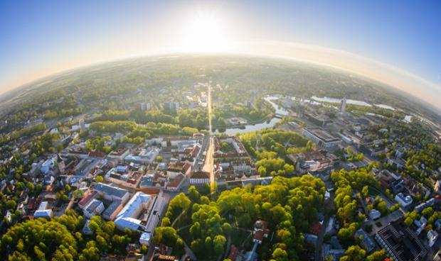Vista aérea de Tartu, Estônia.