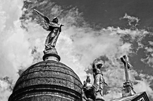 Cúpulas, estátuas, anjos e cruzes. A decoração em Recoleta está assinada por nomes famosos das artes.