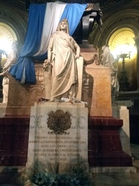 Estátua na Catedral de Buenos Aires