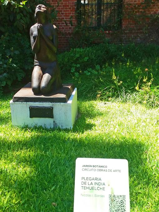 Nicolás I. Bardas é o autor dessa Índia Tehuelche em posição de oração.