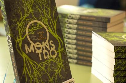 """Capa do livro """"O Monstro"""", que une suspense e fantasia."""