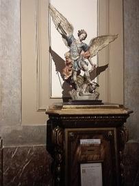 Anjo Gabriel expulsando o Diabo do céu.