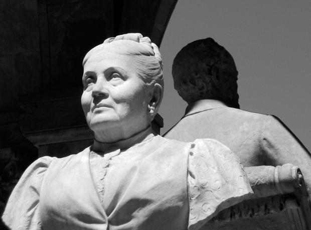 Dona Tibúrcia parece que ainda não perdoou o marido.