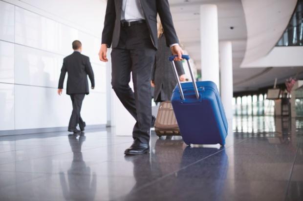 Mala virou sinônimo de dor de cabeça. Seja pra carregar ou para recuperar bagagem extraviada.