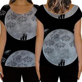 A lua cheia e os OVNIs nas camisetas femininas.