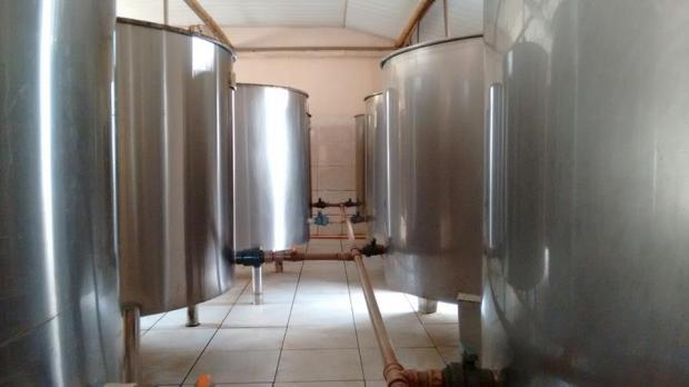 Primeira fermentação em alumínio, nas cachaçarias mais modernas.