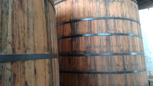 Barris de carvalho ou jaborandi são ótimos para fermentação artesanal. Uma arte que vem cedendo espaço aos tonéis de alumínio.