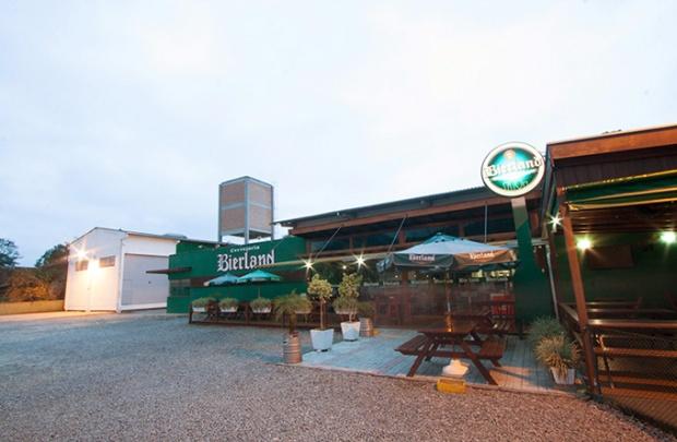 Nossa primeira parada em Blumenau é a Cervejaria Bierland. Vamos pela ordem alfabética enquanto pudermos.