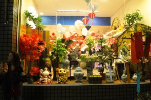 Lojas no bairro da Liberdade.