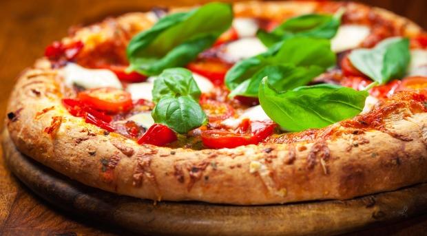 Pizza vai bem até no café da manhã! Quem nunca comeu a pizza no dia seguinte?