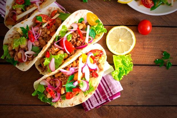 Tacos de todos os tipos e muitos sabores latinos.